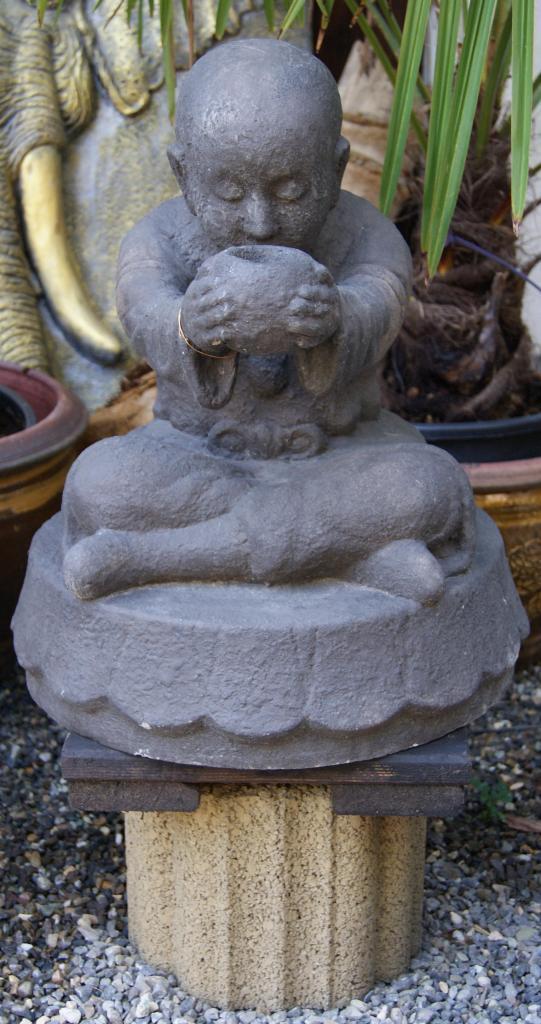 m nch mit schale 50cm shaolinm nche buddha steinfiguren steinfigurenshop asiatische. Black Bedroom Furniture Sets. Home Design Ideas