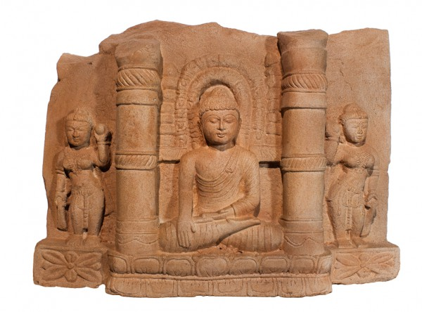 Buddha im Tempel sitzend