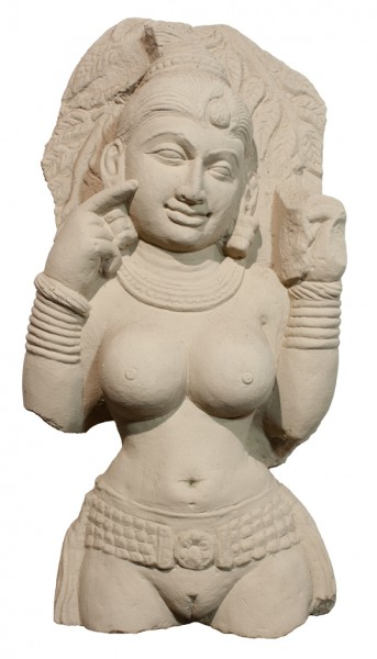 Apsara nach links blickend