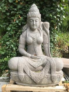 Dewi Tara sitzend-101cm