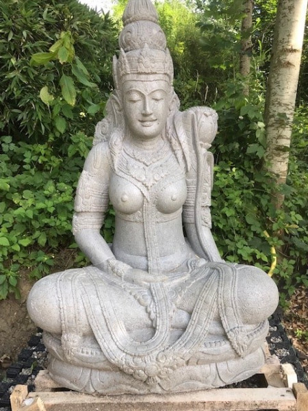 Dewi Tara sitzend-140cm