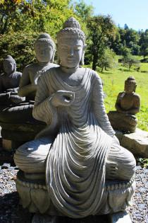Buddha auf Lotusblume mit Gewand 98 cm