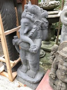 Stehender Ganesha hangeschlagen aus Lavastein 100cm
