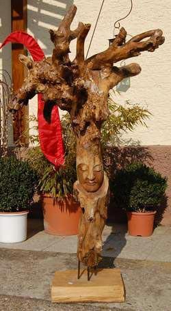 Dekorative Holzfigur mit Buddha Gesicht