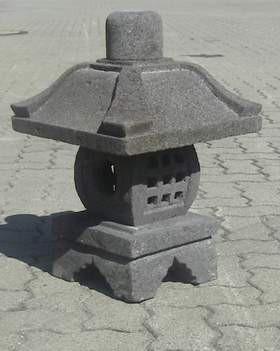 Japanische Steinlaterne 'Bagongan' aus Lavastein