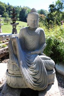 Buddha auf Lotusblume mit Gewand 105 cm