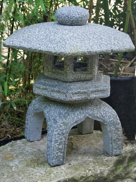Japanische Steinlaterne 'Kodai-Yukimi'