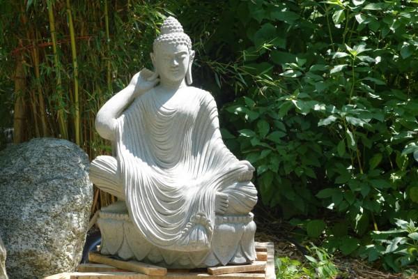 Buddha auf Lotusblume mit Gewand - 101cm