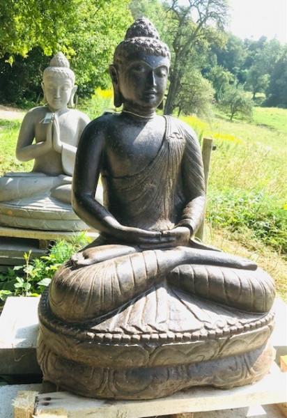 Buddha sitzend aus Riverstone - 81cm