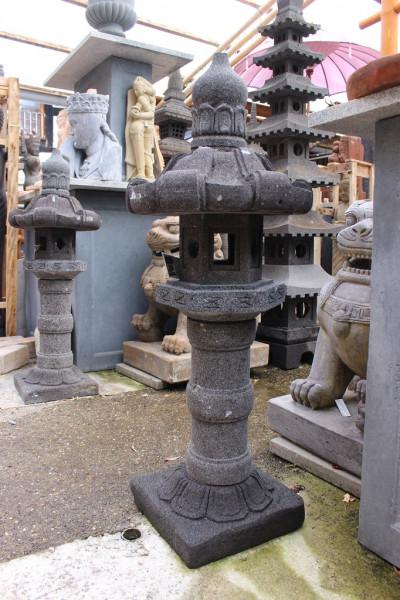 Japanische Steinlaterne 'Kasuga' aus Lavastein