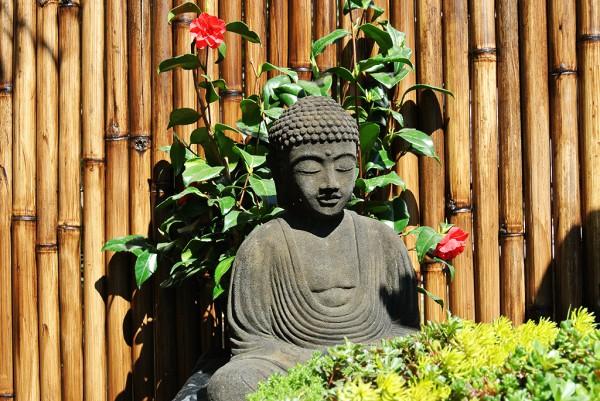 Japanischer Buddha aus Lavastein - 40cm