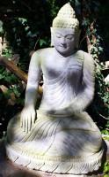 Buddha mit Gewand auf Lotusblume