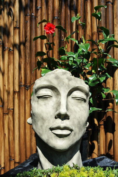 "Gesicht ""Frau"" - Steingrau - Antikstein 50 cm"