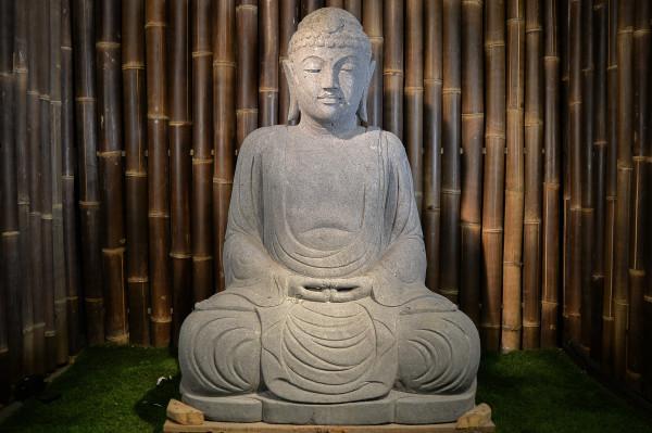 Sitzender japanischer Buddha aus Riverstone - ca. 125 cm
