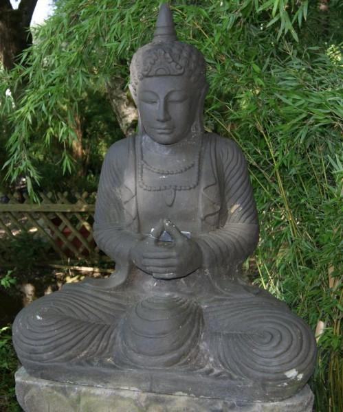 Thai-Buddha mit Spitze auf dem Kopf