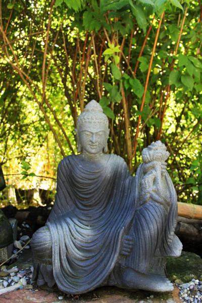 Buddha auf Lotusblume mit Gewand 63cm