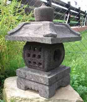 Japanische Steinlaterne 'Bagongan'
