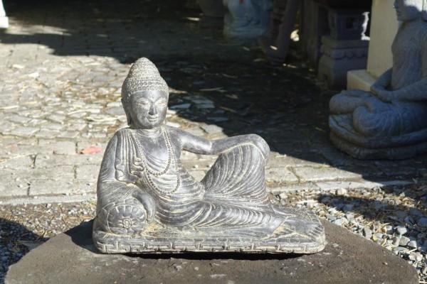 Halbliegender Buddha