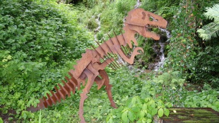 Dinosaurier aus eisen besonderes garten deko for Tiere aus rostigem eisen