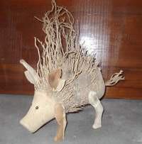 Schweine aus der bambuswurzel bambus tiere garten for Steinfiguren garten tiere